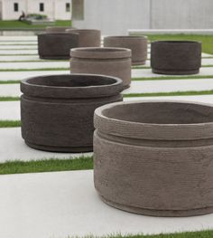 Handcrafted Atelier Vierkant - CV pots clay pots can be used as sculpture throughout the home, both indoors & out, with or without greenery. Concrete Pots, Wooden Planters, Concrete Planters, Diy Planters, Ceramic Planters, Architecture 3d, Diy Garden Fountains, Vases, Copper Planters