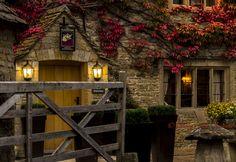 https://flic.kr/p/hgFtTp | autumn colours Slaughters inn, Lower Slaughter village