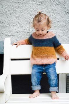 Kajsas sweater – knitting sweaters for kids Knitting For Kids, Knitting Projects, Baby Knitting, Knitting Patterns, Beginner Knitting, Style Baby, Pull Bebe, Baby Pullover, Baby Sweaters