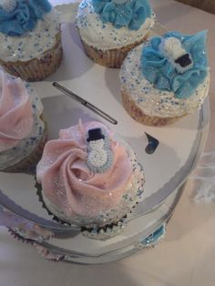 Disneys Frozen themed cupcakes by Glitter Cupcakes by Jen