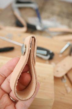 Bolten igennem læderet