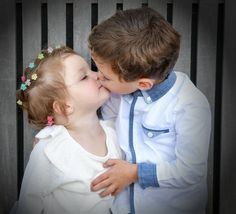 Beautiful Babies, Life Is Beautiful, Mother Daughter Pictures, Siblings Goals, Kids Kiss, Video Background, Couple, Wedding, Pictures Of Girls