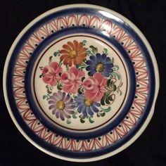 Osztrák, kézzel festett kerámia tányér. 3000Ft  Személyes átvételre általában Szolnokon, egyes napokon Pesten is van lehetőség. További kérdésekkel kérem forduljon hozzám bizalommal.