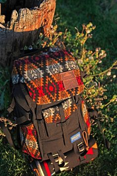 Hands Off! 15 Chic Backpacks Every S.er Needs! Pendleton x Jansport x Benny Gold is making me wait until Fall 2013 :( Chic Backpack, Hiking Backpack, Backpack Bags, Jansport Backpack, Fashion Backpack, Unique Backpacks, Gold Backpacks, Cute Backpacks, Hiking Gear