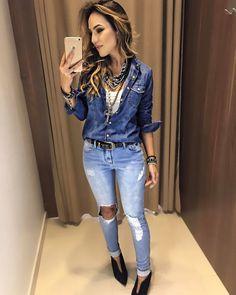 "Apaixonada nesse look ""total jeans"" ❤️  Camisa Jeans Mariele   Calça Jeans Marisa   Tecido: Jeans    Medidas:  P- 90cm de Busto, 64cm de Comprimento  M- 94cm de Busto, 65cm de Comprimento.  G- 98cm de Busto, 65cm de Comprimento.    ..."