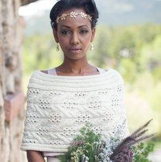 Got a wedding coming up? The Solstice Capelet from Interweave Knits Winter 2017 is a stunning, quick project that will suit just about any bride's style. Find more ideas for handknitted wedding accessories on the blog!