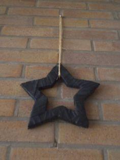 kerst met fietsbanden een ster voor aan de muur of aan de duur +- 25 cm groot.http://sjanine-bloem-en-fietsbanden-creaties.jouwweb.nl/