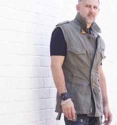 Militärische Gilet Herrenweste von militärischen Mänteln. Militärische Vest Weste mit Vintage-patches von urbandon auf Etsy https://www.etsy.com/de/listing/111104635/militarische-gilet-herrenweste-von