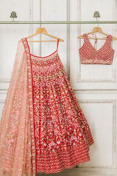 Indian Wedding Lehenga, Wedding Lehenga Designs, Designer Bridal Lehenga, Sweet 16 Outfits, Girly Outfits, Pretty Outfits, Fashion Bazaar, Indian Bridal Outfits, Bridal Dresses