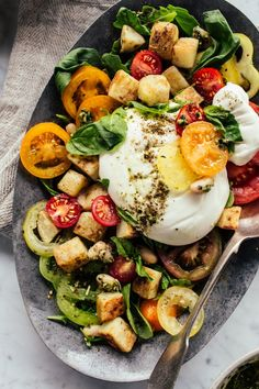 Lower Excess Fat Rooster Recipes That Basically Prime Crispy Potatoes With Pesto, Tomatoes and Burrata - Izy Hossack - Top With Cinnamon Crispy Potatoes, Kebabs, Superfood, Pesto, Burrata Salad, Clean Eating, Healthy Eating, Vegetarian Recipes, Gastronomia