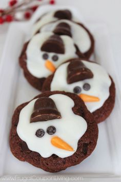 Creative Cookie Exchange Cookie, Melting Snowmen Cookies. Easy Tutorial on Frugal Coupon Living. Great for a Kids Cookie Exchang or School Chrsitmas Party Idea.