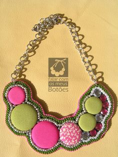 Exclusive fabric covered buttons necklace made by Falar com os meus botões! Visit us on Facebook!