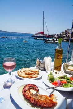 For all them sea food lovers out there🍷 🖤👉Santorini~Greece👈🖤 Greece Vacation, Greece Travel, Greece Trip, Greece Itinerary, Corfu Greece, Mykonos Greece, Athens Greece, Enjoy Your Meal, Greece Food