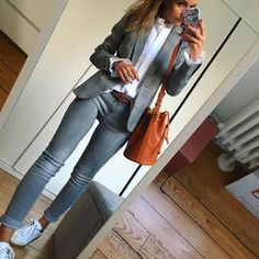 99 Fashionable Office Outfits and Work Attire for Women to Look Chic and Stylish Casual Work Outfits, Blazer Outfits, Business Casual Outfits, Business Attire, Mode Outfits, Work Attire, Office Outfits, Work Casual, Casual Chic
