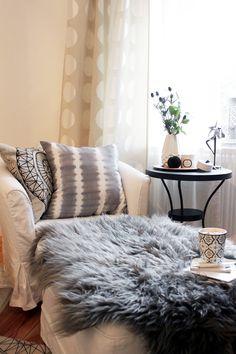 Gemütliche Leseecke im Schlafzimmern im Boho-Style