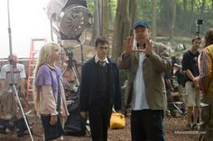 Harry Potter and the Order of the Phoenix - Behind the scenes photo of Daniel Radcliffe, Evanna Lynch & David Yates