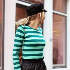 Outfit - Black skirt - Zwarte rok - Green top - Hat - Look - Green gestreepte top - Fashion - Striped Longsleeve - Turquoise/Green
