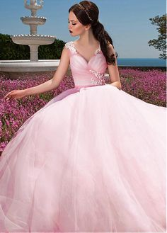 Gorgeous Tulle V-neck Neckline Ball Gown Wedding Dresses with Beaded Lace Appliques