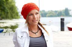 Diese luftige Häkelmütze ist nicht nur in der Übergangszeit dein perfekter Begleiter, auch im Sommer lässt sie sich angenehm tragen.