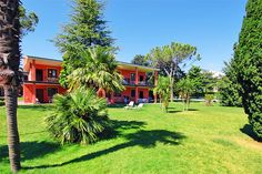 Residence Oasi - Manerba del Garda ... Garda Lake, Lago di Garda, Gardasee, Lake Garda, Lac de Garde, Gardameer, Gardasøen, Jezioro Garda, Gardské Jezero, אגם גארדה, Озеро Гарда ... Welcome to Apartments Oasi Manerba del Garda.Residence Oasi is situated in the Pieve di Manerba del Garda Gulf, only 50 m. from a marvellous beach that extends for 8 km. Immersed in 9000 sq.m. of greenery, among parkland and olive groves, there 28 fully-furnished apartments w