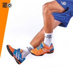 """¡ZAPATILLA TODO TERRENO!  La doble espiga """"Systempgrip 7.4"""" facilita los movimientos sobre cualquier superficie. Seas el tipo de jugador que seas, ¡estas son tus zapatillas! http://beesa.me/284yk #deporte #sport #pádel #pala #zapatillas #ropa #equipacion #moda"""