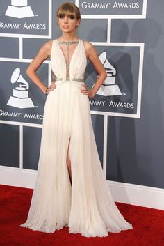 Classy Ivory long evening gown inspired by Taylor Swift.She played the goddess in a strappy chiffon pleated gown with metallic embroidered straps with cutouts over the waist at the 2013 Grammy Awards. Dresses Short, Prom Dresses, Grammy Fashion, Grammys 2013, Grammy Red Carpet, Red Carpet Gowns, Long Evening Gowns, Formal Gowns, Taylor Swift