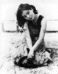 The Streetlamp Doesn't Cast Her Shadow Anymore: ~Kitten Wine#32~: Bjork Is A Four Letter Word