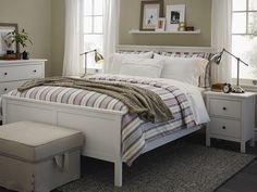 Faites de la chambre principale une véritable œuvre d'art grâce à une structure de lit HEMNES.