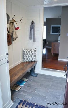 50 Farmhouse Mudroom Bench Decorating Ideas January Leave a Comment Your home can reflect farmhouse personality the moment guests step through the door. The simple and elegant design leaves a whole world of possibilities to customize i Mudroom Laundry Room, Bench Mudroom, Foyer Bench, Bench Decor, Bench Seat, Foyer Decorating, Decorating Ideas, Decor Ideas, Slate Flooring