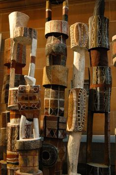 Australian Pukumani Burial Poles located in the Australian Museum. Not what we think of traditional totem poles, these commemorate people who have passed on. They have the symbolic value of totem poles. Outdoor Sculpture, Outdoor Art, Wood Sculpture, Sculptures, Arte Tribal, Tribal Art, Totems, Jardin Decor, Pole Art