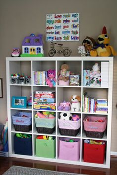 Ikea Expedit shelving system, but in brown/black with baskets for Lego storage this is wat kaiy needs! kuz her bed frame white Big Girl Bedrooms, Little Girl Rooms, Girls Bedroom, Ideas Habitaciones, Toy Organization, Bedroom Organization, Organizing, Lego Storage, Toy Rooms
