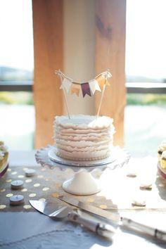 mini bunting cake | Katie Nesbitt #wedding... Personalized Cake serving sets... | http://thevineyard.carlsoncraft.com