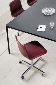 With its clean lines and curves, Pato echoes the ethos of Danish-Icelandic design duo Welling/Ludvik. Demonstrating their belief that good design has the ability to be interesting, even when reduced to its most simple form. Where anything extraneous is eliminated and every detail has a purpose. #fredericiafurniture #pato #wellingludvik
