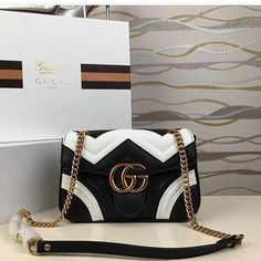 Find tips and tricks, amazing ideas for Gucci purses. Discover and try out new things about Gucci purses site Gucci Purses, Burberry Handbags, Prada Handbags, Fashion Handbags, Fashion Bags, Fashion Mode, Gucci Bags, Girl Fashion, Lifestyle Fashion