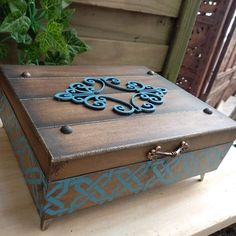 Cigar Box Projects, Cigar Box Crafts, Painted Wooden Boxes, Wood Boxes, Diy Corner Shelf, Clay Box, Decoupage Box, Faux Stained Glass, Christmas Ornaments To Make