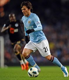 David Silva.  He is the Only reason that I watch  I watch any EPL.  I think he's an amazing, exciting player.