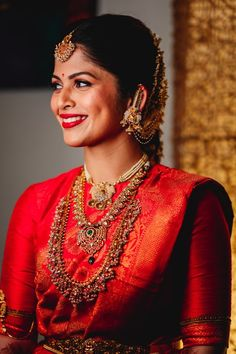 A Gorgeous South Indian Wedding In Mysore And A Bride In A Stunning Crimson Kanjeevaram – Barbara Jones South Indian Bridal Jewellery, Indian Bridal Sarees, Indian Wedding Wear, Indian Wedding Planning, South Indian Weddings, Indian Bridal Makeup, South Indian Bride, Saree Wedding, Wedding Jewelry
