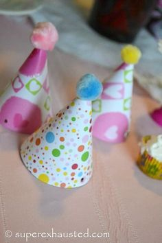 Throw a party for your American Girls Dolls with this fun accessory! Party hats for AG dolls..so cute!