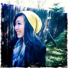 Make your own gorgeous crocheted slouchy beanies using a very simple stitch: the puff stitch. Free, easy-to-follow pattern available.