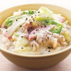 時短調理の強い味方、電子レンジ。今日のお昼は、レンチンで作れる「ちゃんぽん丼」はいかがでしょうか? ちゃんぽんといえば豚骨やとりガラを長時間煮込んで作るスープが...