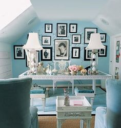 The ultimate glam glam office by Mary McDonald. Tiffany blue walls, white furniture - perfect small attice home office Bureau Shabby Chic, Shabby Chic Office, Romantic Shabby Chic, Office Chic, Stylish Office, Home Living, My Living Room, Home Interior, Interior Design