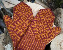 Ravelry: Komi-inspired mittens pattern by Ellen Wixted