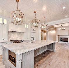 50 adorable white kitchen design ideas to inspiring your kitchen 18 Luxury Kitchen Design, Best Kitchen Designs, Luxury Kitchens, Interior Design Living Room, Home Kitchens, Home Decor Kitchen, Rustic Kitchen, Kitchen Living, Kitchen Furniture