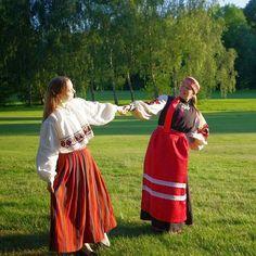 Uue tantsupeo ootuses. #naistetantsupidu #mehelugu #tants #dance #folkdance #estonianfolkdance