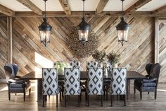 "Jeff Andrews Design : ""This Lake Tahoe retreat by Jeff Andrews infuses the rustic genre with unexpected levels of design sophistication"" Michael Wollaeger ~ Interiors Magazine Modern Mountain Home, Mountain Homes, Jeff Andrews Design, Home Interior, Interior Decorating, Decorating Ideas, Modern Interior, Maximalist Interior, Stylish Interior"