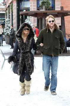 Goldie Hawn Wyatt Russell Photos - Goldie Hawn walks arm in arm with her son Wyatt Russell on a snowy day in Aspen. - Goldie Hawn and her Son Wyatt Russell in Aspen Aspen Colorado, Colorado Mountains, Goldie Hawn Kurt Russell, John Walker, Kindred Spirits, Kate Hudson, Photo L, Role Models, Coats For Women