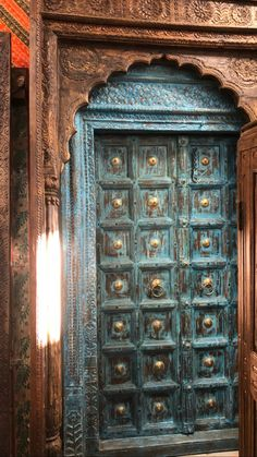 A wide selection of old world palace doors, architectural imports from India at Mogulinterior. antique doors, rustic doors, barn doors and artisan carved doors in teak wood. Vintage Doors, Antique Doors, Indian Doors, Cool Doors, Indian Architecture, Rustic Doors, Entrance Doors, Door Knockers, Shabby Chic Homes