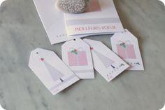 Mes 10 ptits doigts me disent que vous avez été très sages, alors, comme promis hier, voici les petites étiquettes qui vont avec les cartes et qui viendront orner joliment vos petits paquets. Retrouvez : le sapin, le paquet cadeau, le rouge & le gris,...