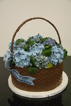 Hydrangea Basket A woven textured basket cake filled with gum paste hydrangea for a birthday. Gorgeous Cakes, Pretty Cakes, Amazing Cakes, Unique Cakes, Creative Cakes, Flower Basket Cake, Buttercream Flower Cake, Gateaux Cake, Fancy Cakes