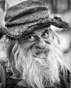 Smiling eyes by Robert Burke. Foto Portrait, Portrait Photography, Black And White Portraits, Black And White Photography, Fotografia Social, Smiling Eyes, Old Faces, Foto Art, Interesting Faces